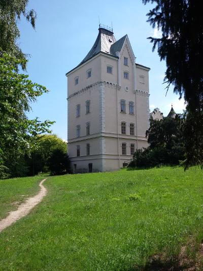 Wieża pałacu w Studeńce