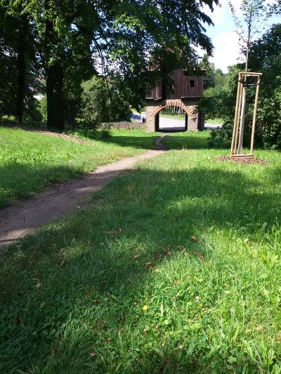 Wejście do parku w Studeńce