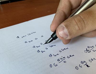Matematyk prowadzi badania